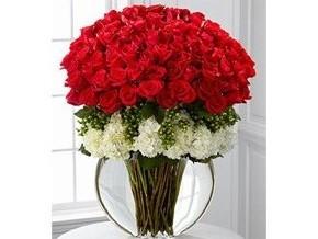 Diseño circular. 160 Rosas, 12 hortensias, Jarrón pecera. 225.000