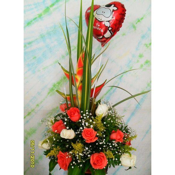 Diseño circular, 32 Rosas Bage y Salmon, 1 Heliconia, 1 globo romántico R9. 100.000