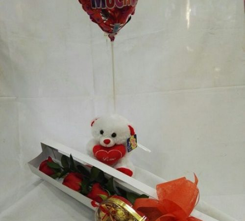 Caja Rosas. 3 rosas, Osito 15 Centímetros,  Globito R3, Chocolates x 7 Unidades. Valor 65.000$